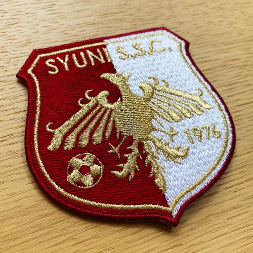 SYUNI S.S.C:刺繍エンブレム